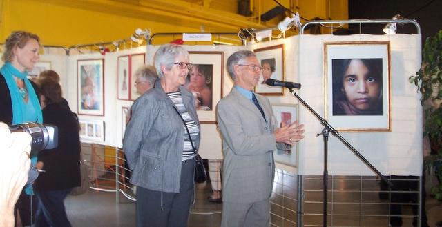 Alain Bottone présentant l'expo et l'invitée d'honneur