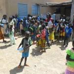 Les élèves de l'école Pognini (ex. secteur 5) devant la cantine.