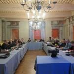 Vue générale de l'assemblée dans la salle du conseil municipal.