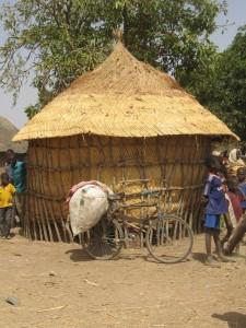 Un gros grnier dans un village de la commune de Koupéla