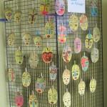 Masques des enfants des écoles primaires. Le comkité de jumelage a offert un goûter aux enfants venus montrer leur masque à leurs parents.